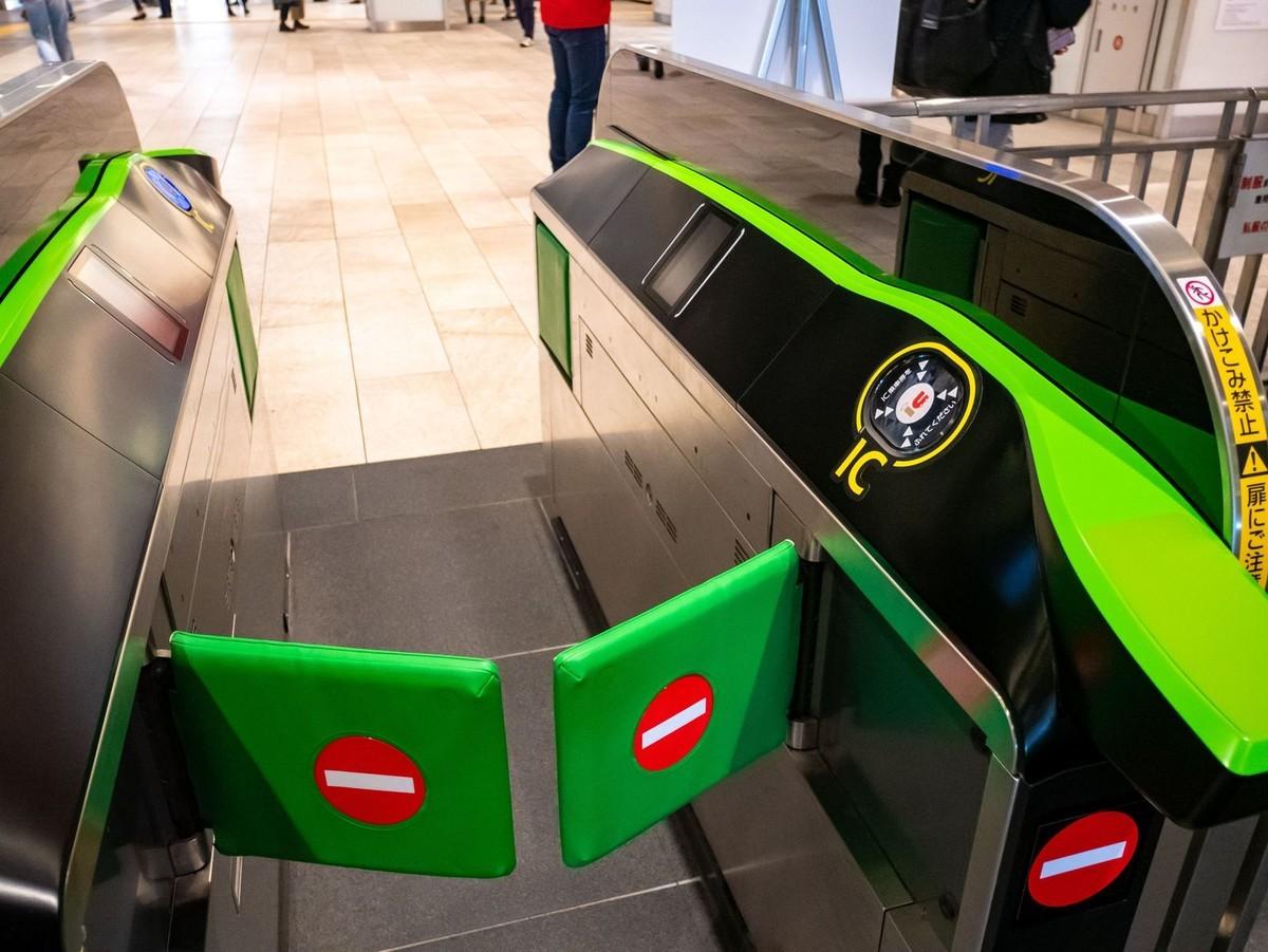 新宿で最新の自動改札機見たり、本八幡のサイゼリヤ1号店見学したり