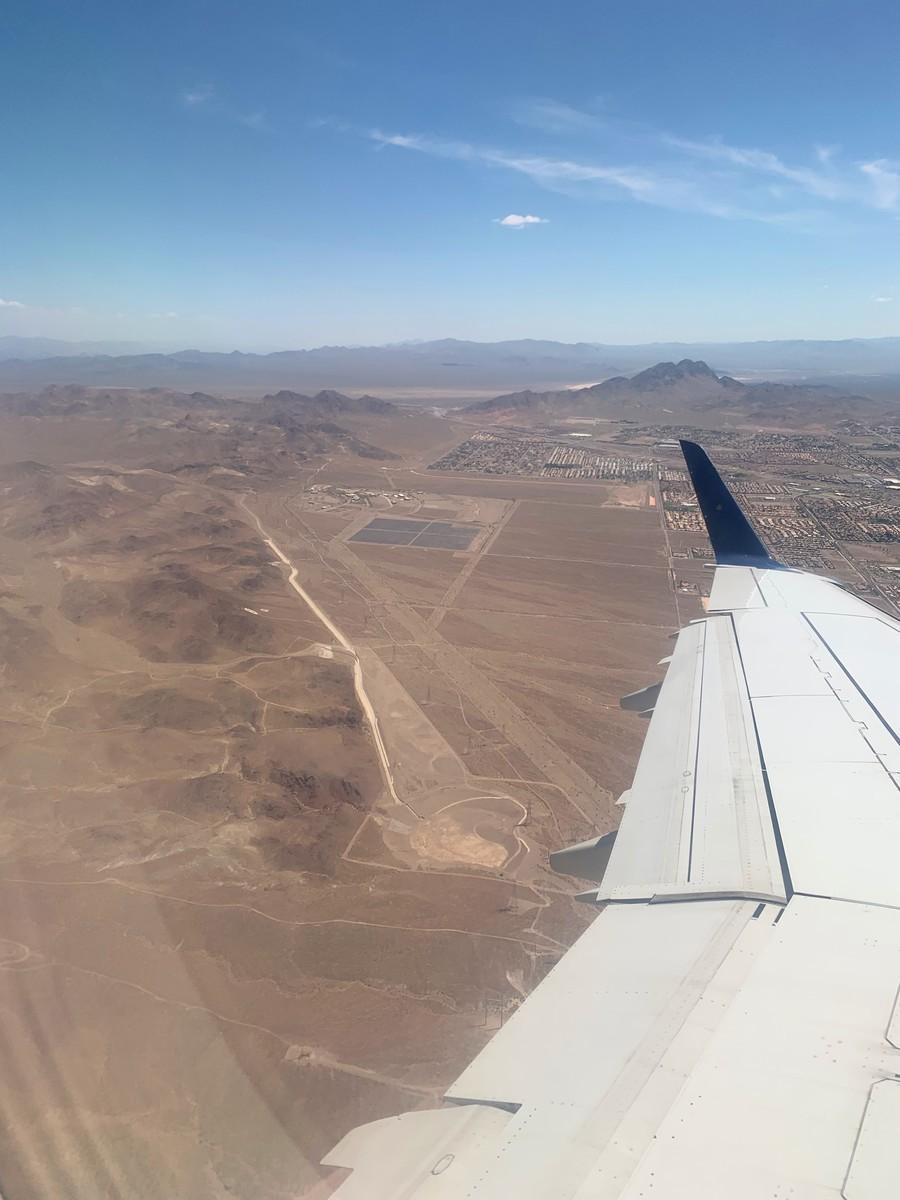 ラスベガス着陸前の砂漠感