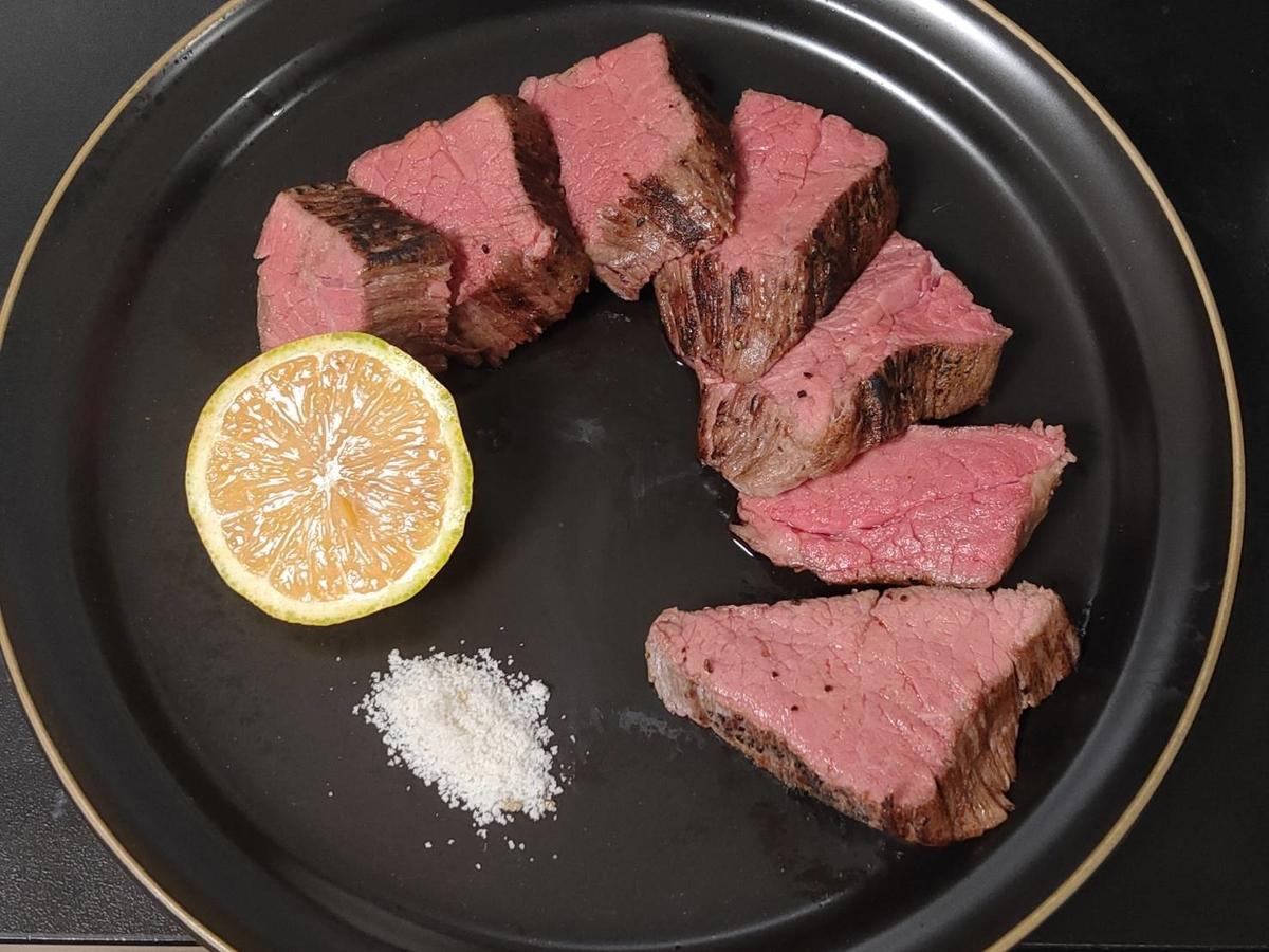 ローストビーフ 低温調理 牛肉 レモン 岩塩