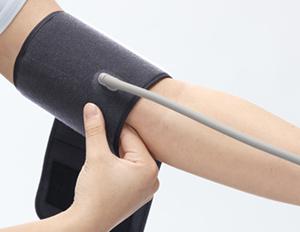オムロン上腕式血圧計HEM-7282T