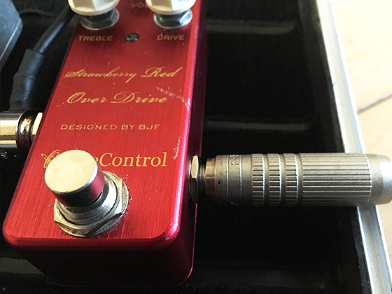One Control Strawberry Red Over Driveの画像
