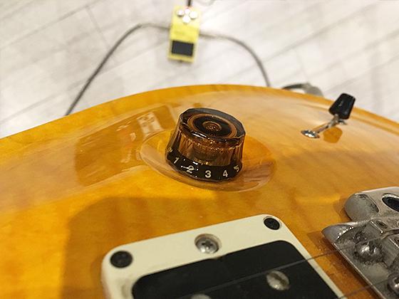 BOSS SD1をギターボリュームコントロールで調節した画像です