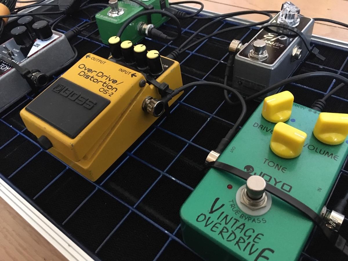 エフェクターボードを結束バンドを使って固定してみた画像です。