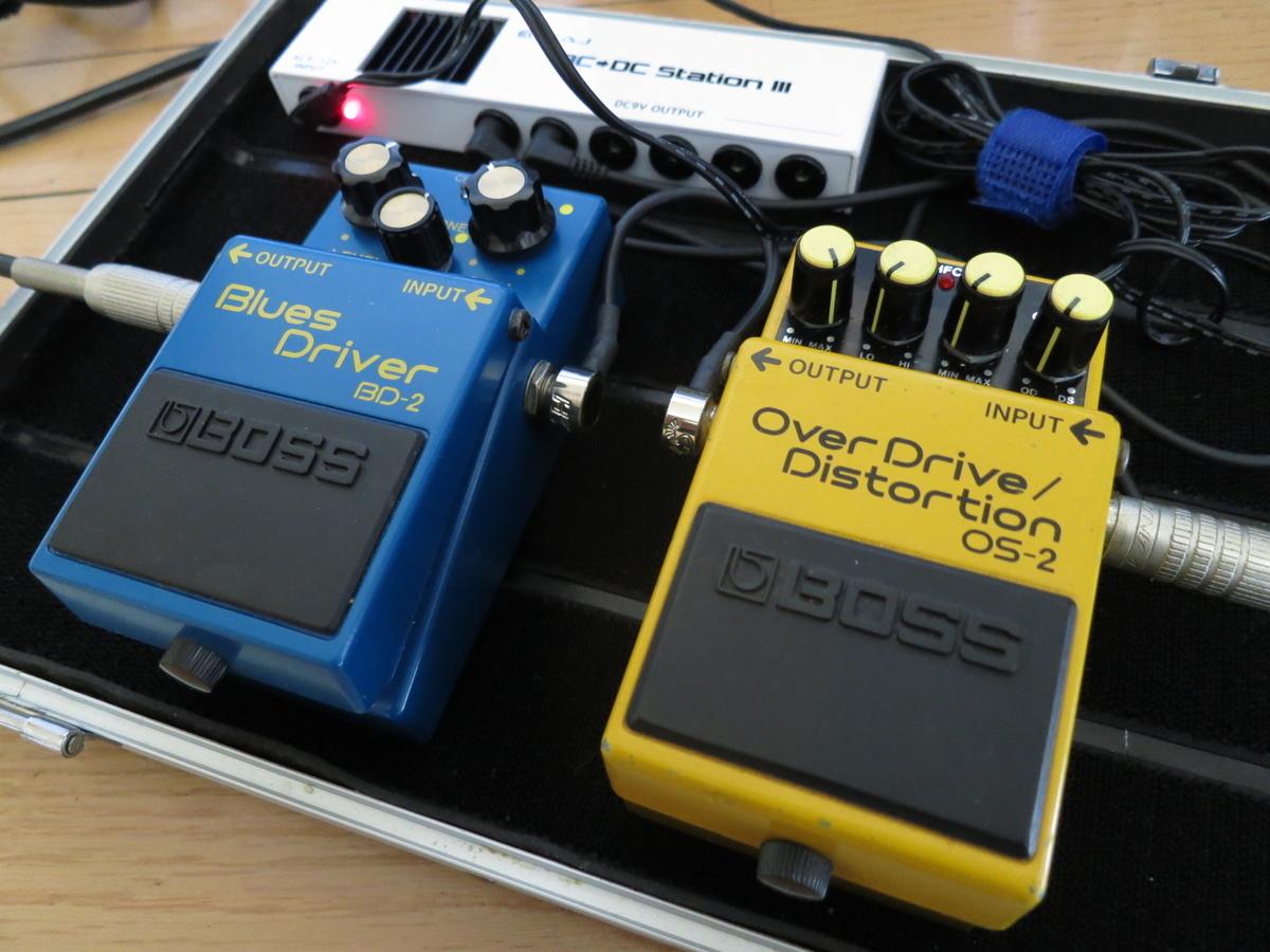 BOSS OS2とBOSS BD2のエフェクター画像です。