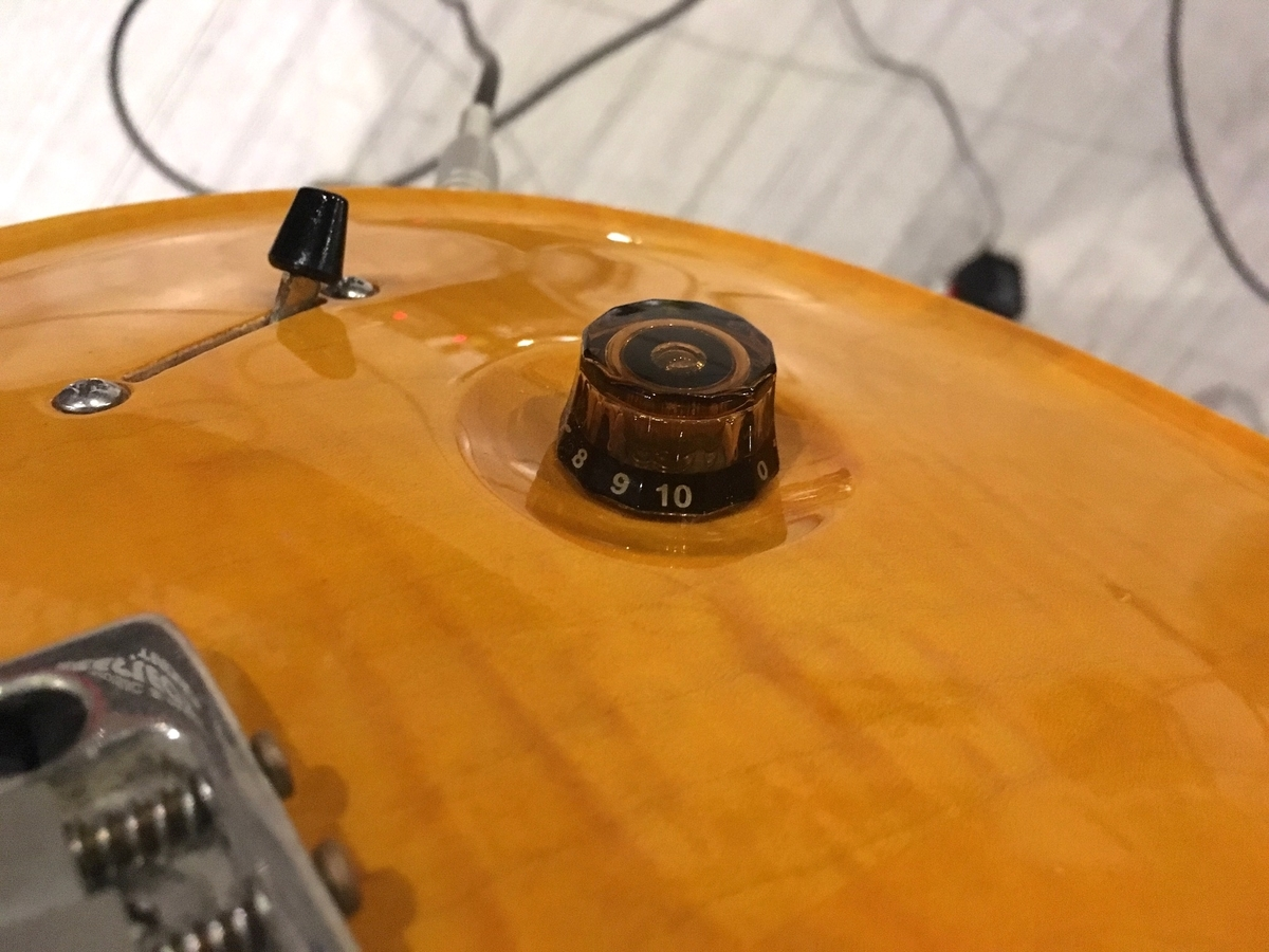 エレキギターのトーンのツマミ画像です。