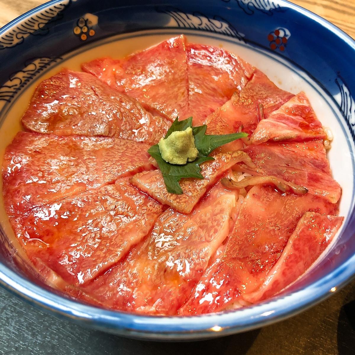 くまげらのローストビーフ丼