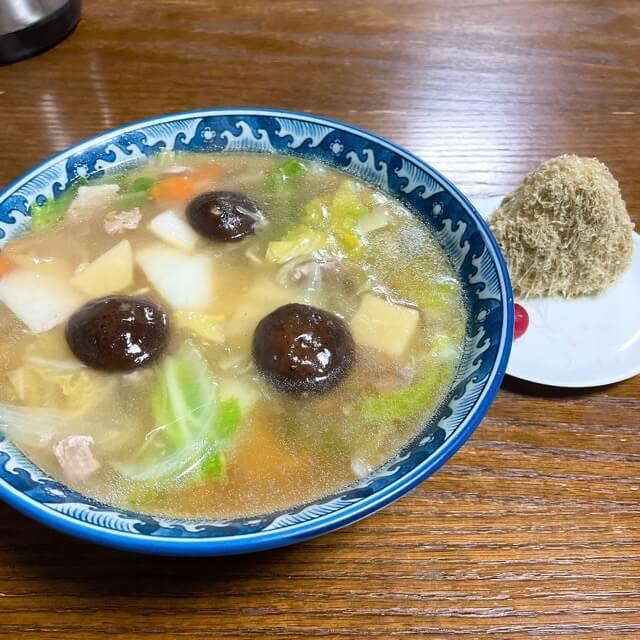長崎永楽苑のしいたけ肉そばおにぎり