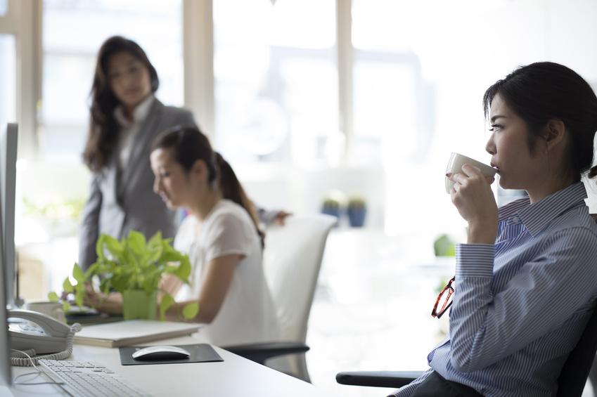職場の「年上女性」にウンザリ…どう対応すべき?_イメージ画像1