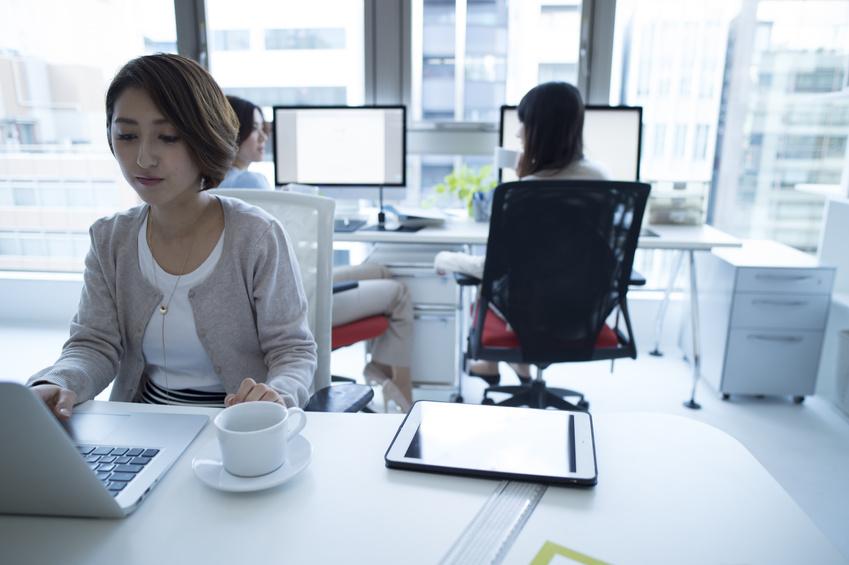 職場の「年上女性」にウンザリ…どう対応すべき?_イメージ画像2