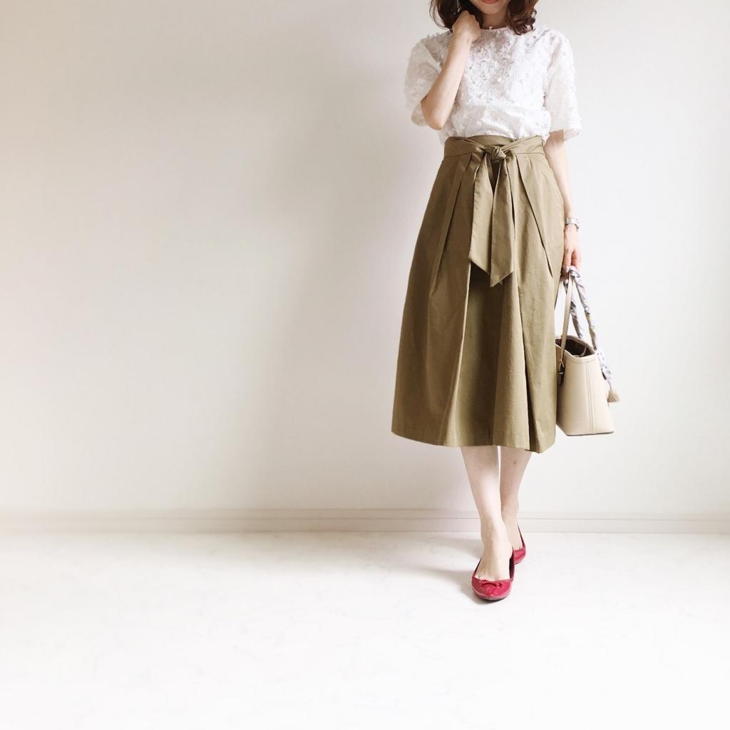 ZARAのミモレ丈スカートに、あえてのぺたんこシューズ_イメージ