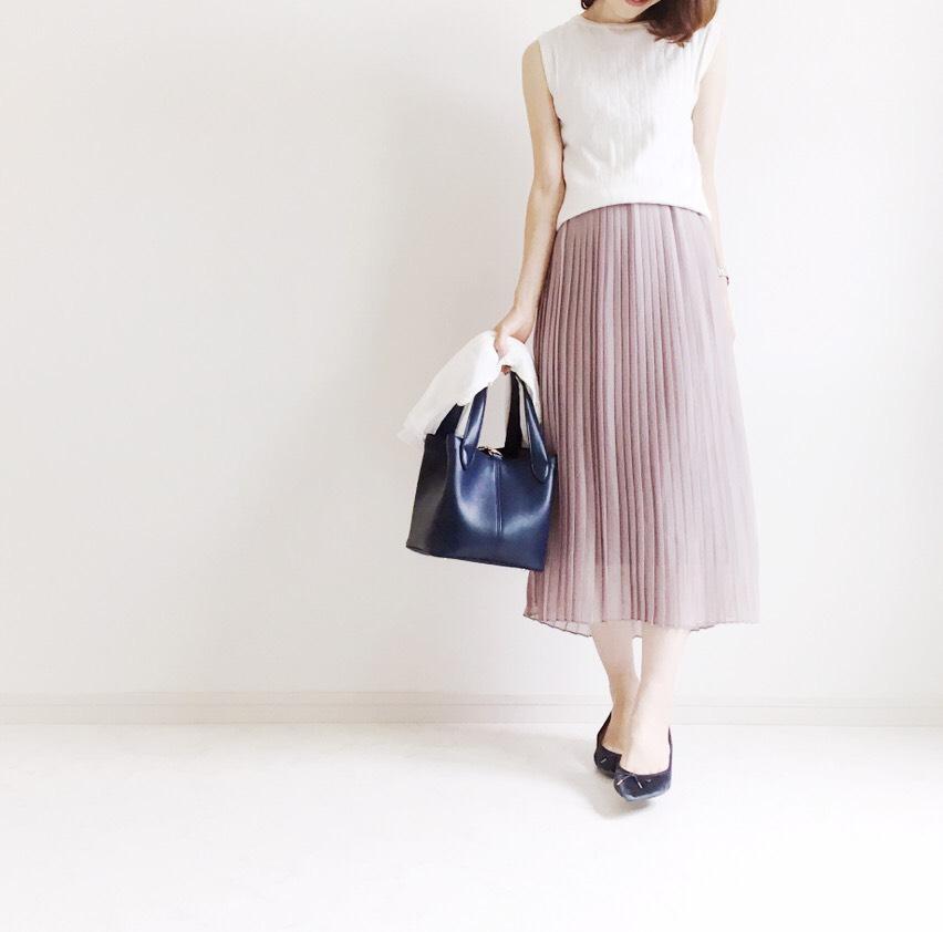 ニュアンスカラースカート(STYLE DELI)にネイビーのベロアシューズ_イメージ