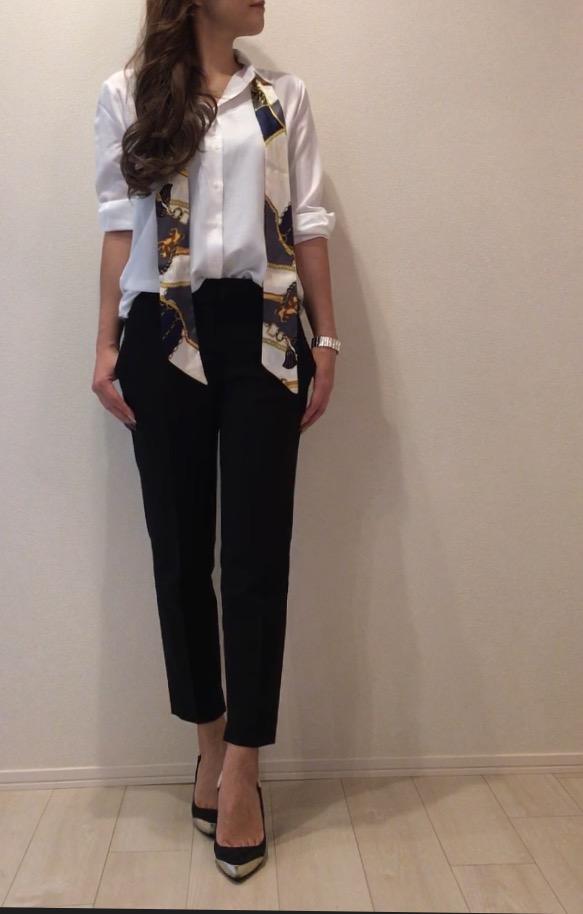 オフィススタイルの定番! 白シャツ×ジャケットのオシャレコーデ-4