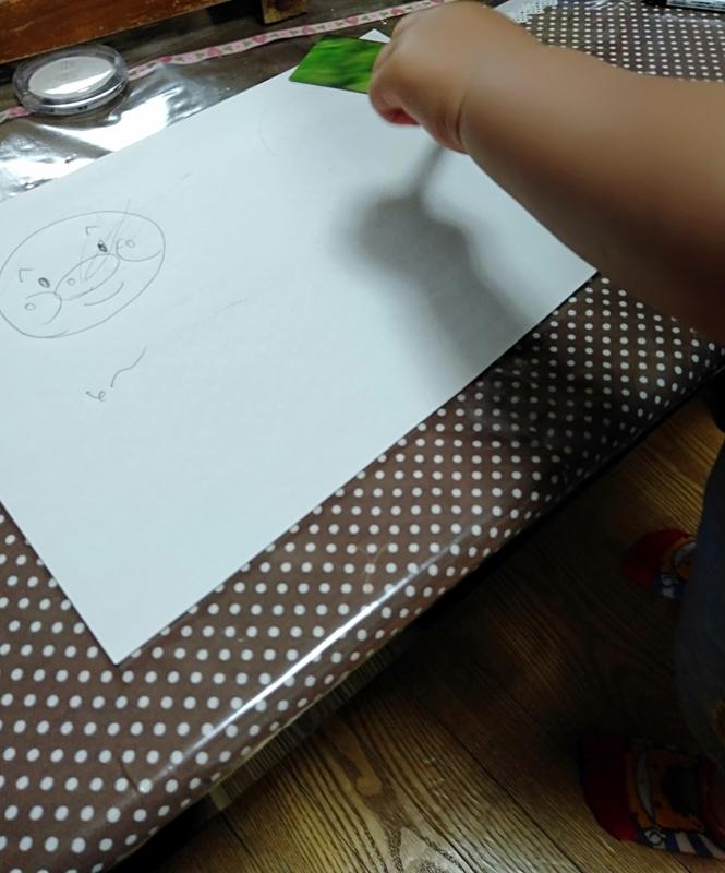 小さいほうの甥っ子お絵描き