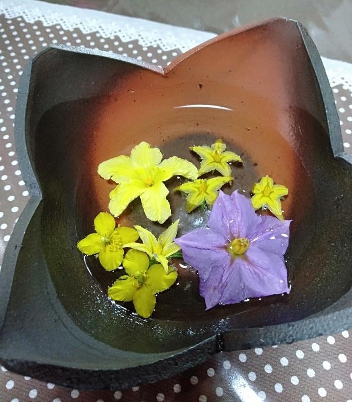 樺沢健治陶芸で茄子トマトゴーヤの花。野菜(笑)