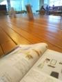 机とカタログ