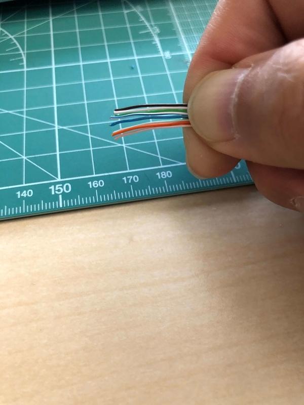 銅線を伸ばして並び順を揃えた画像