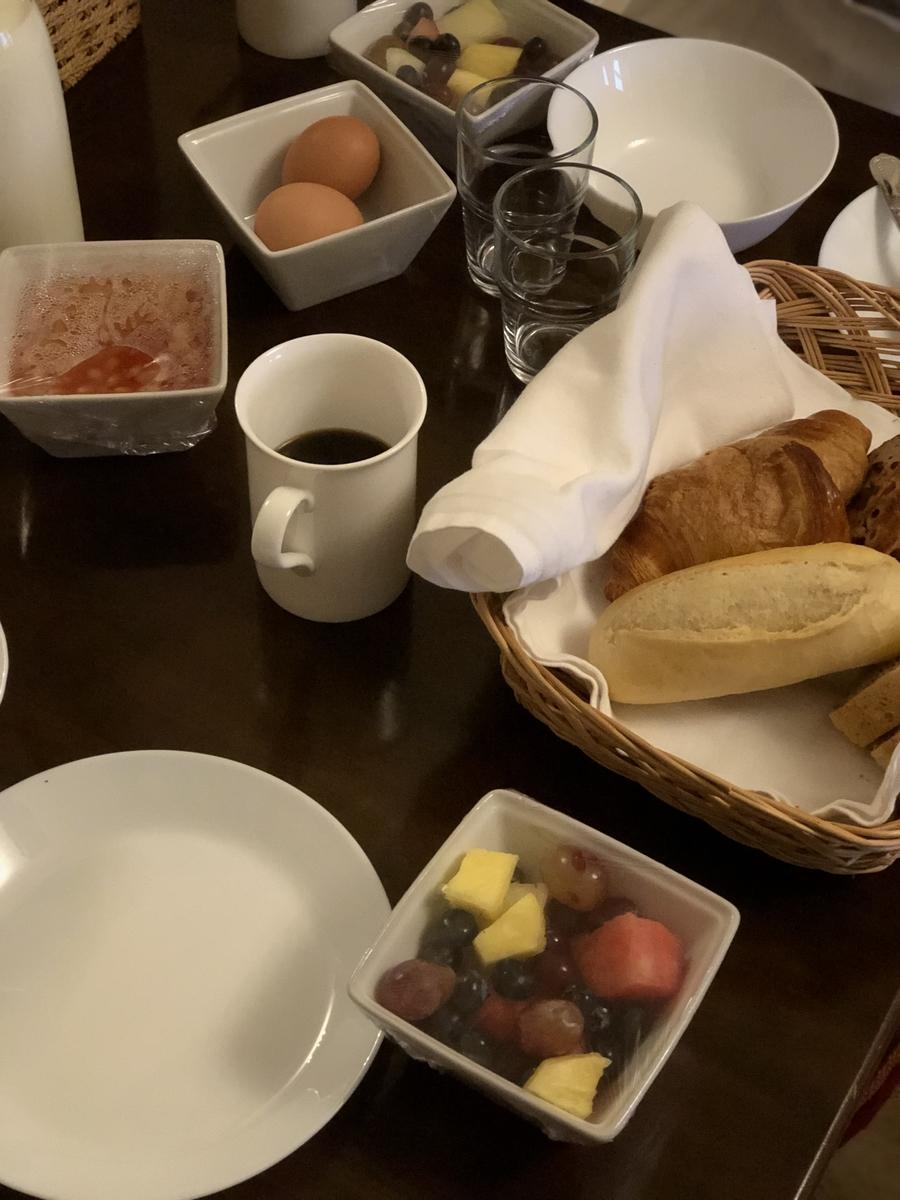 朝食を並べたところ