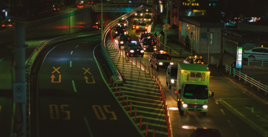 夜渋滞している道路