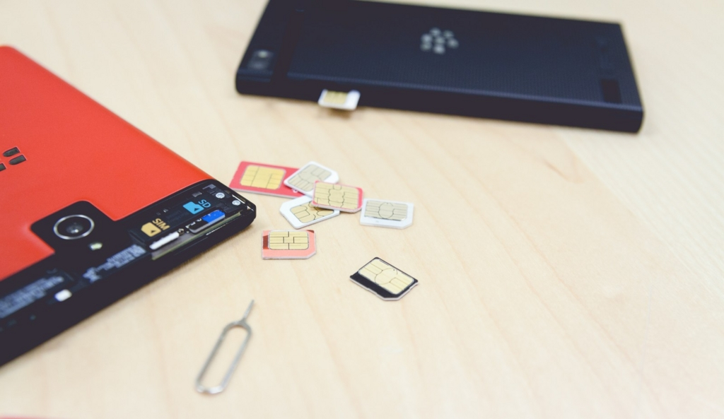 たくさんのSIMカード