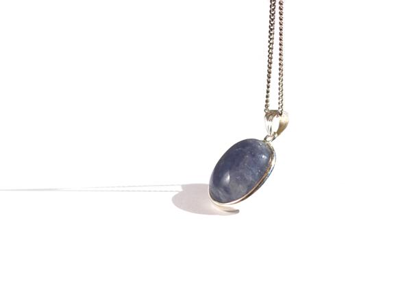 iolite_healing_stones