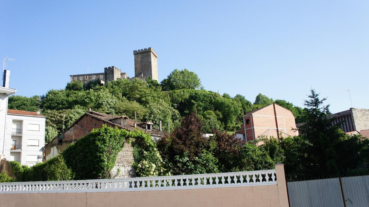 サン・ビセンテ・デ・ピノ修道院(モンフォルテ城)モンフォルテ