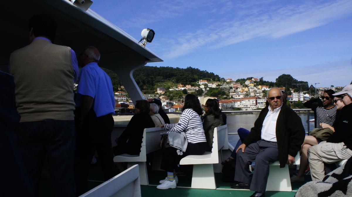 オンス島への船
