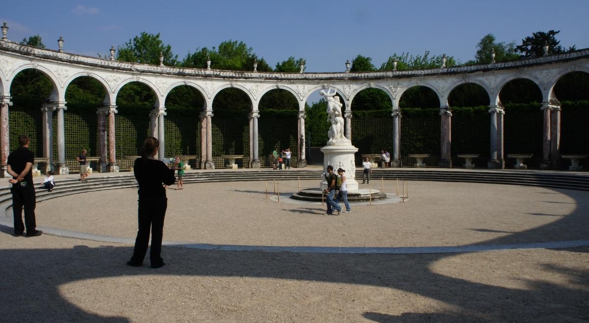 プルトンに連れ去られるプロセルピナ ヴェルサイユ宮殿庭園