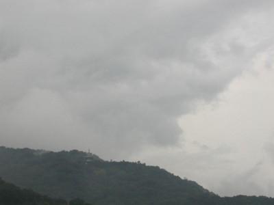 曇天の六甲山 霊法会如来山仏舎利塔 個別「曇天の六甲山 霊法会如来山仏舎利塔」の写真、画像、動画