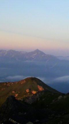 朝陽に浮かぶ劔岳