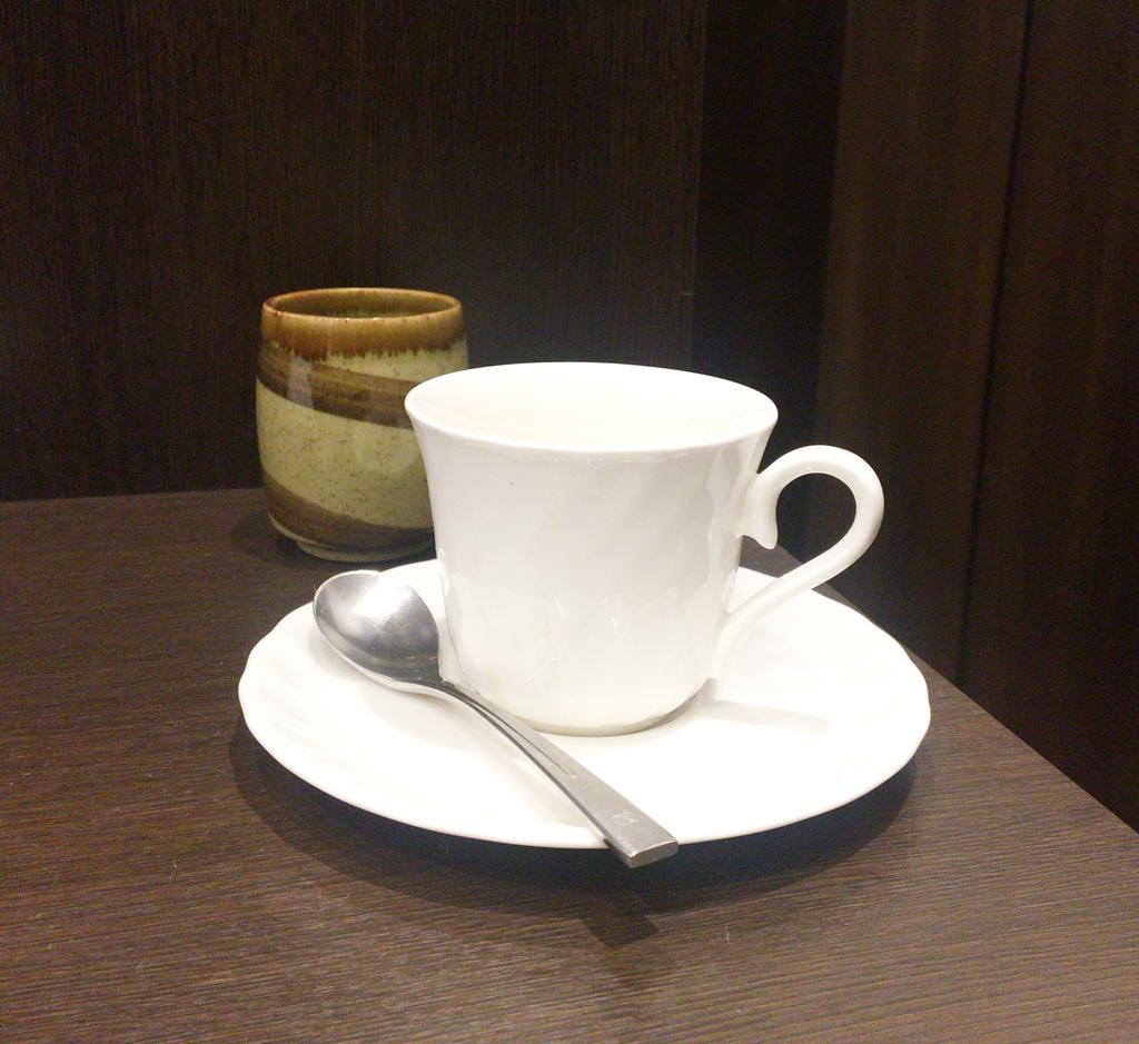 カフェで作業しながらコーヒーを飲むと捗る。