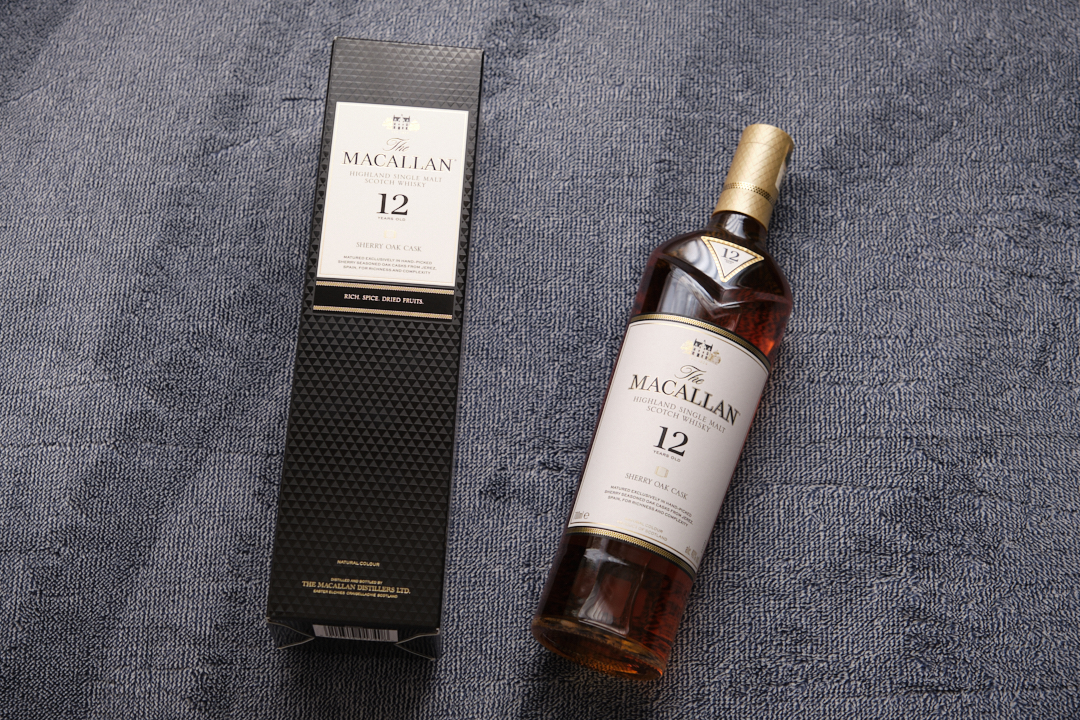 マッカランの外装パッケージと、瓶