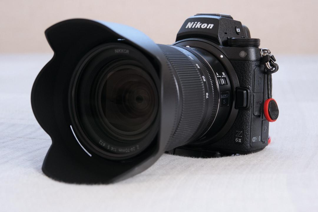 Nikon Z 6Ⅱと24-70mm f4レンズ。