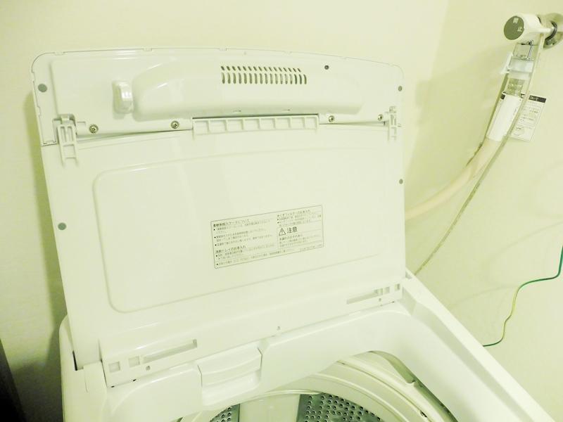 掃除しやすいフタの裏 日立全自動洗濯機ビートウォッシュ(BW-V80F/2020年製)