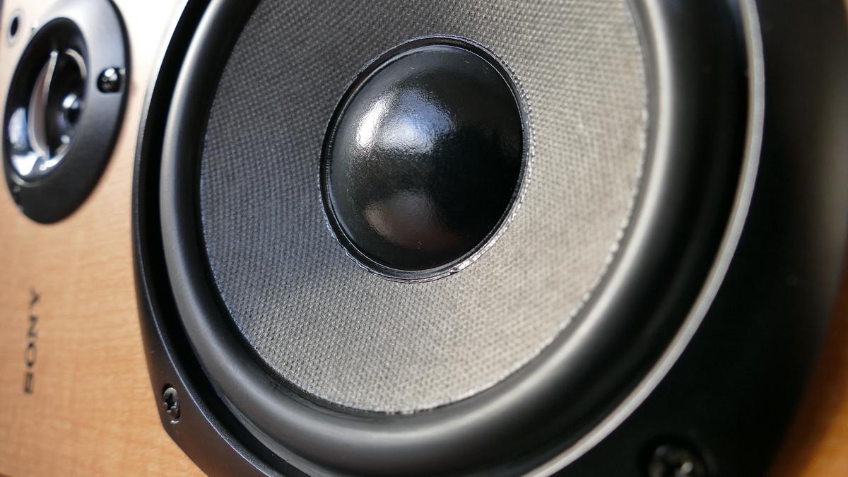 """<img src=""""speaker.jpg"""" alt=""""スピーカー"""">"""