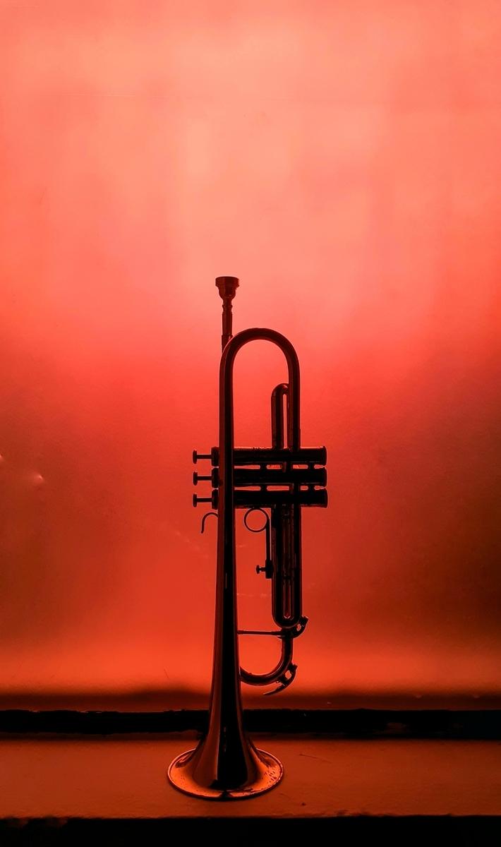 """<img src=""""jazz.jpg"""" alt=""""トランペット"""">"""