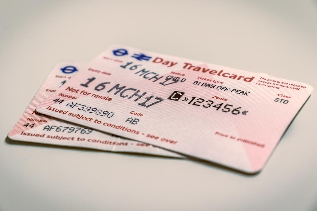 """<img src=""""ticket.jpg"""" alt=""""貯金箱壊して君に送ったチケット"""">"""