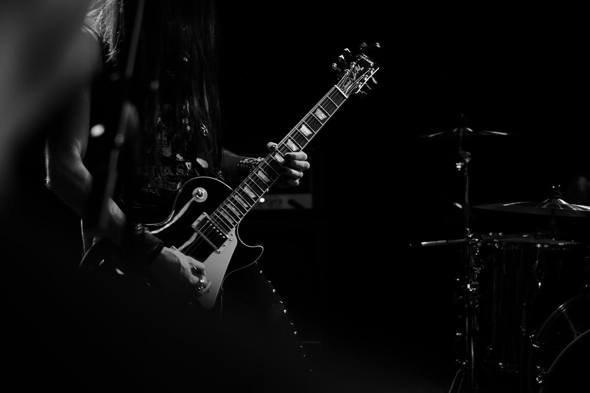 "<img src=""rockguitar.jpg"" alt=""ロックギター"">"