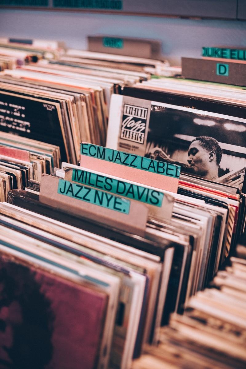 """<img src=""""jazzrecord.jpg"""" alt=""""ジャズのレコードを探す"""">"""