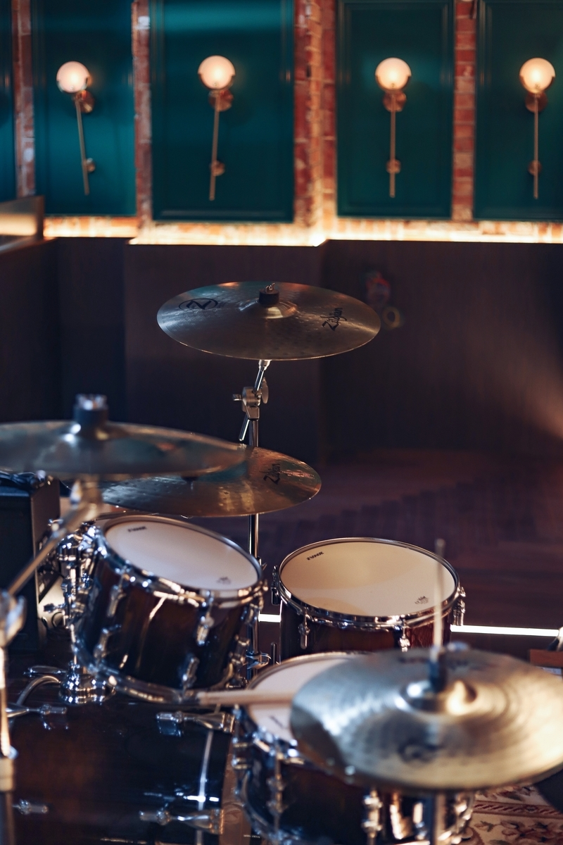 "<img src=""drum.jpg"" alt=""ドラムはジャズの要"">"