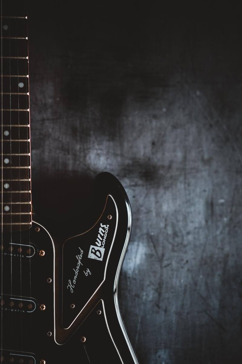 "<img src=""guitar.jpg"" alt=""ギターの機材にハマる"">"