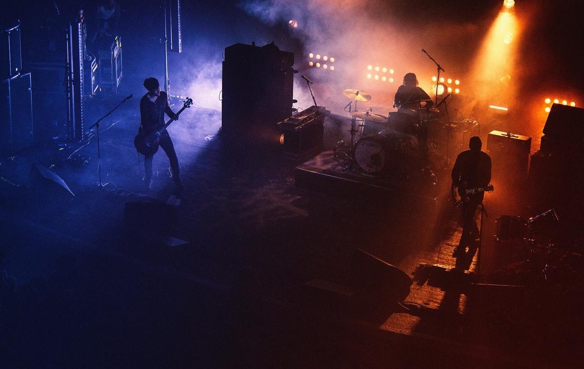 """<img src=""""band.jpg"""" alt=""""バンドじゃなくても音楽はできる"""">"""