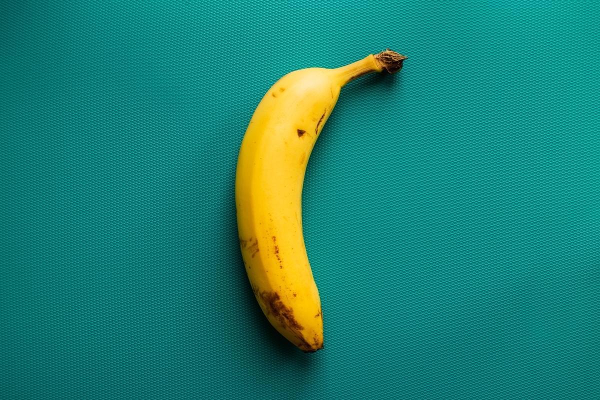 "<img src=""banana.jpg"" alt=""バナナを使った実験"">"