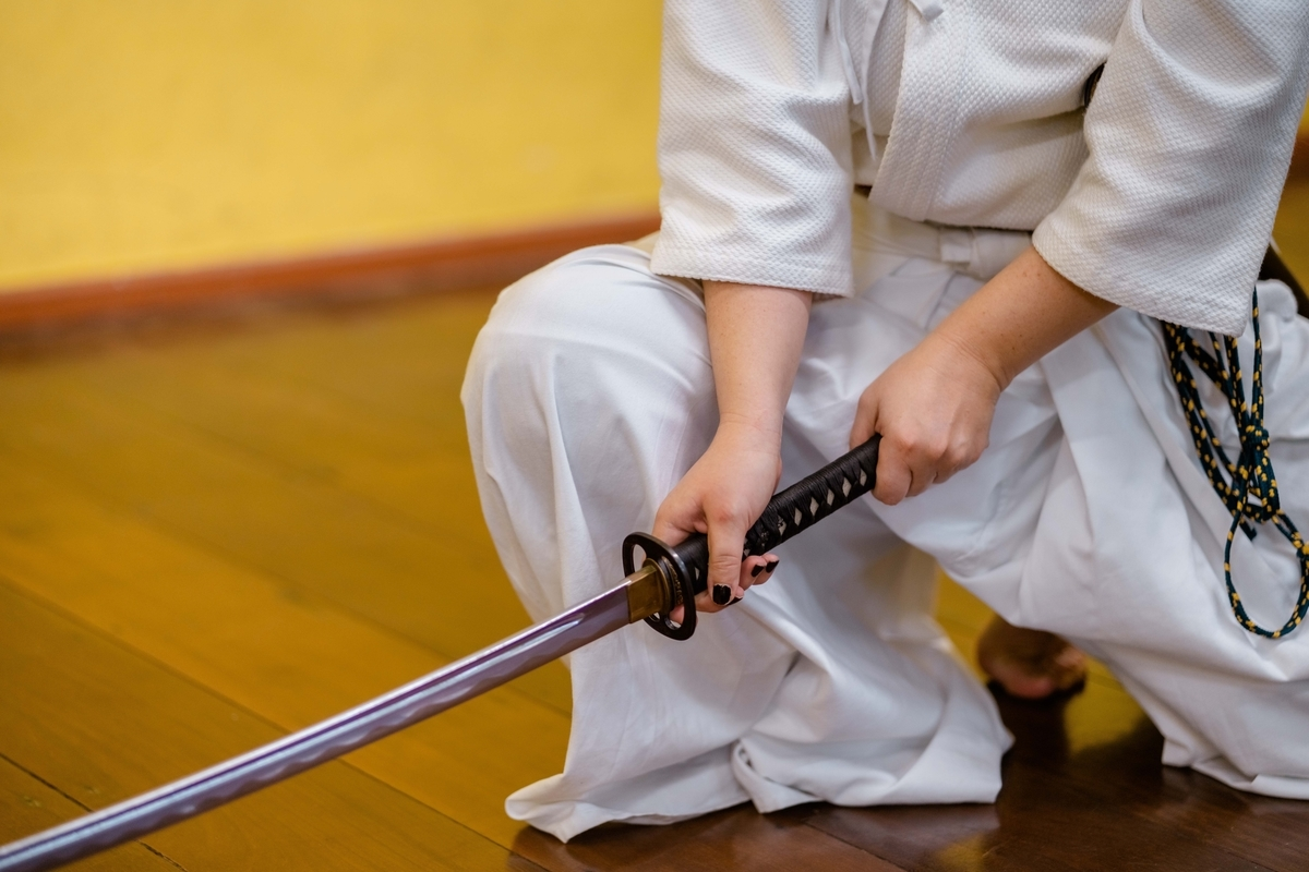 "<img src=""samurai.jpg"" alt=""昔の日本人"">"