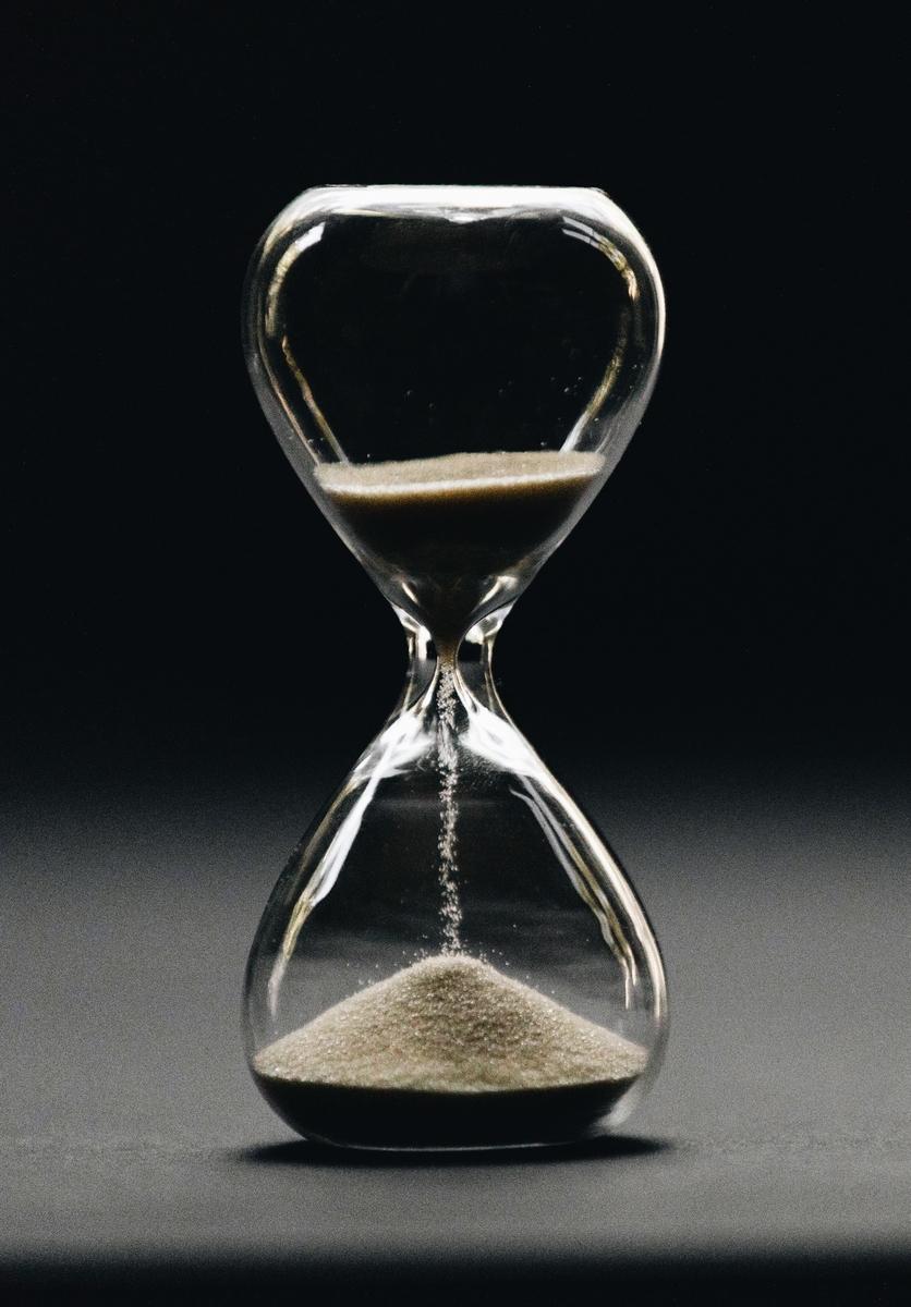 "<img src=""hourglass.jpg"" alt=""砂時計"">"
