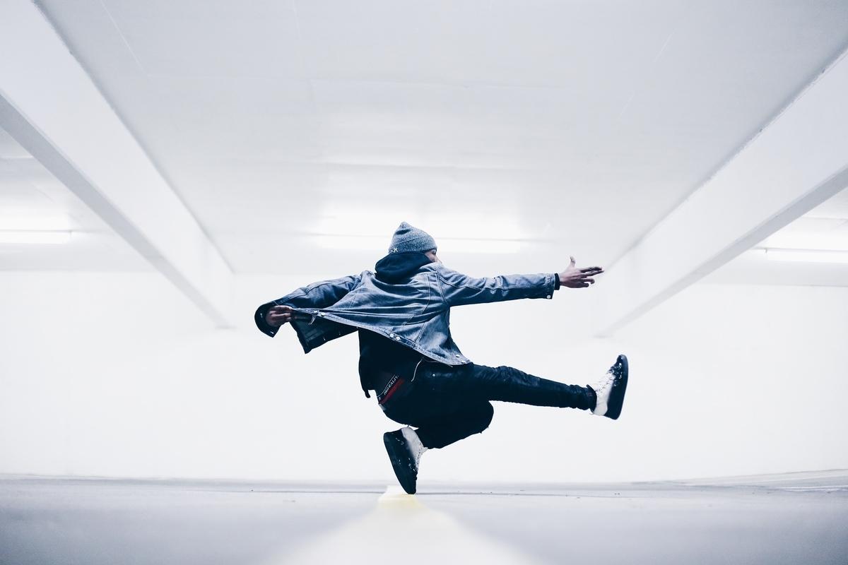 "<img src=""dance.jpg"" alt=""日本人にはダンスの習慣がない"">"