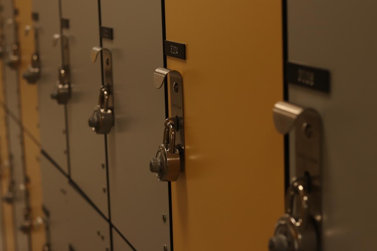 "<img src=""locker.jpg"" alt=""コインロッカー"">"