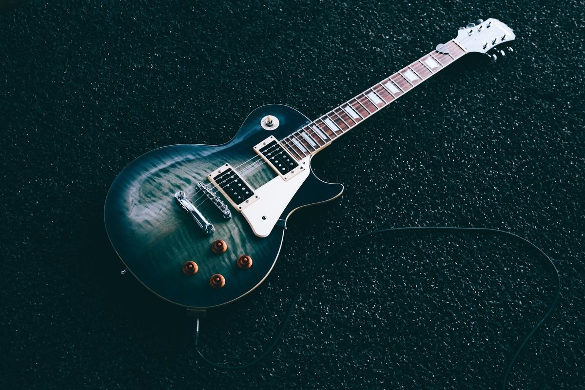 "<img src=""guitar.jpg"" alt=""ジャズギターはつまらない?"">"