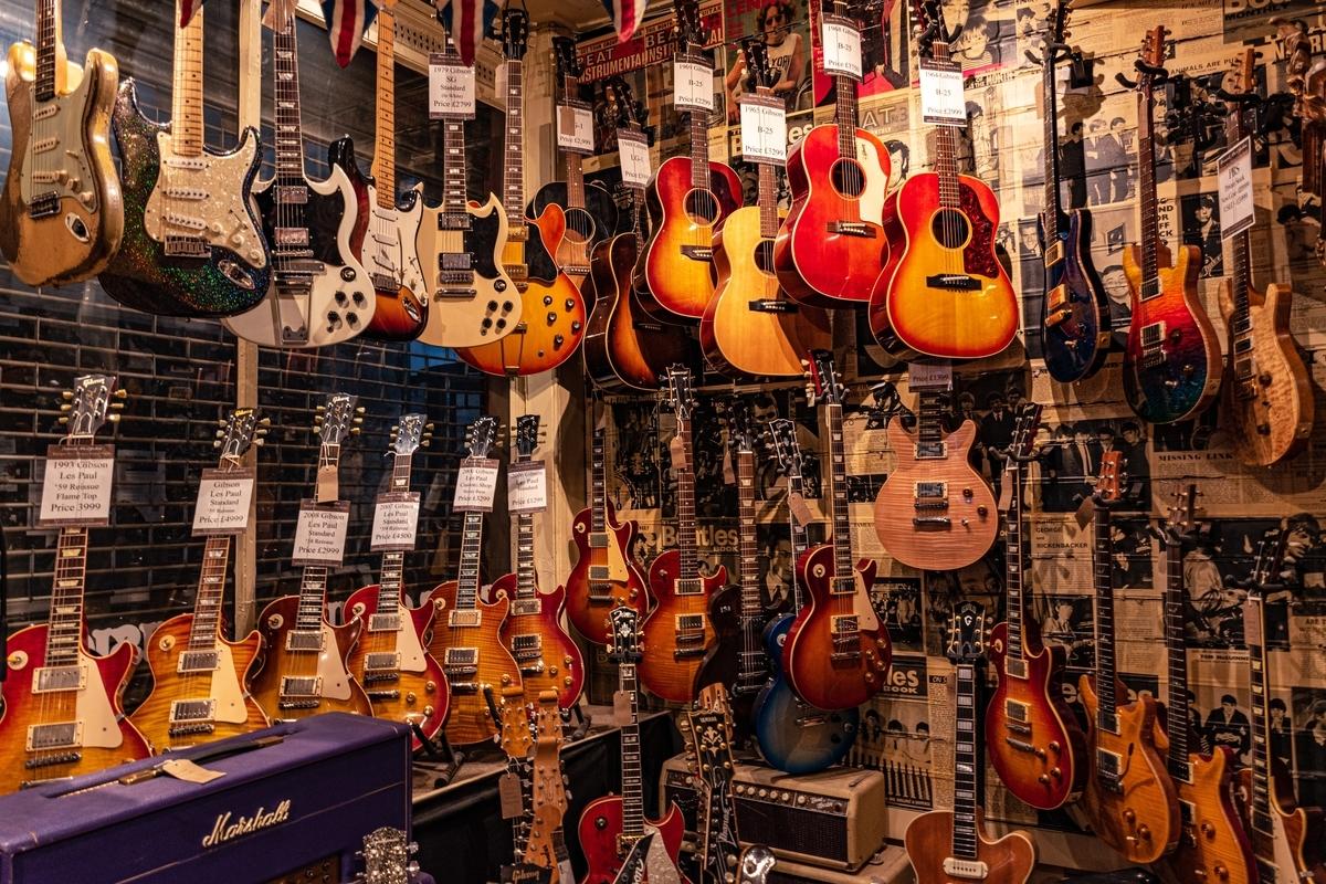 """<img src=""""gibson.jpg"""" alt=""""ギブソンのヴィンテージギターを購入"""">"""