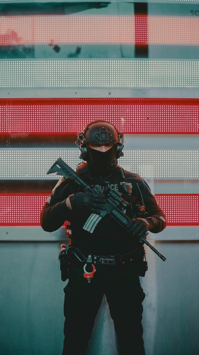 "<img src=""specialforce.jpg"" alt=""特殊部隊出動"">"
