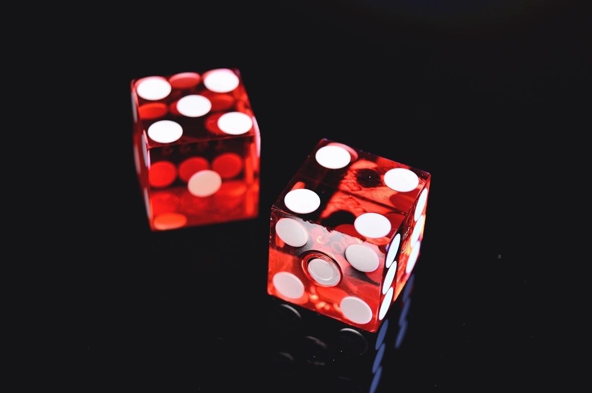 "<img src=""dice.jpg"" alt=""放課後にサイコロで遊ぶ"">"